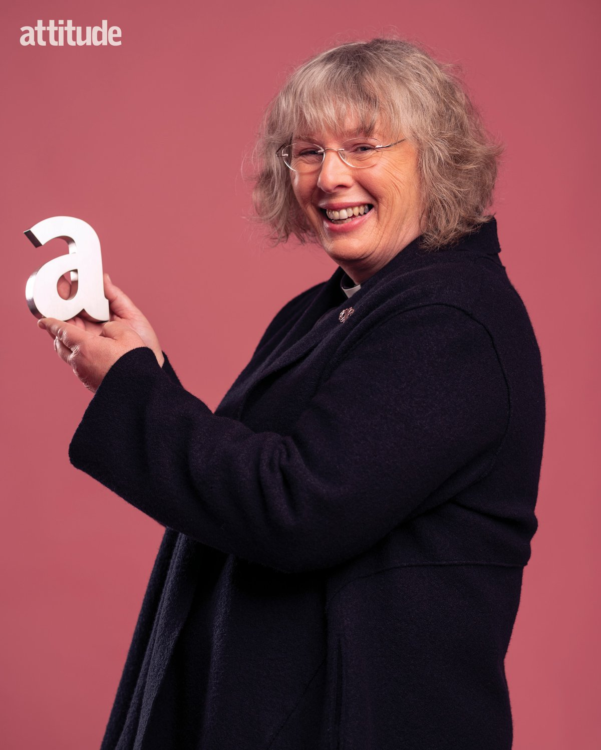 Photo of Revd Sarah holding up the letter A